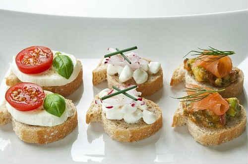 Закуски на святковий стіл — рецепти з лаваша, на тарталетках, бутерброди, канапе, холодні, гарячі