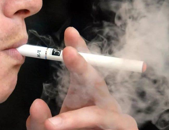 Почему икота во время курения