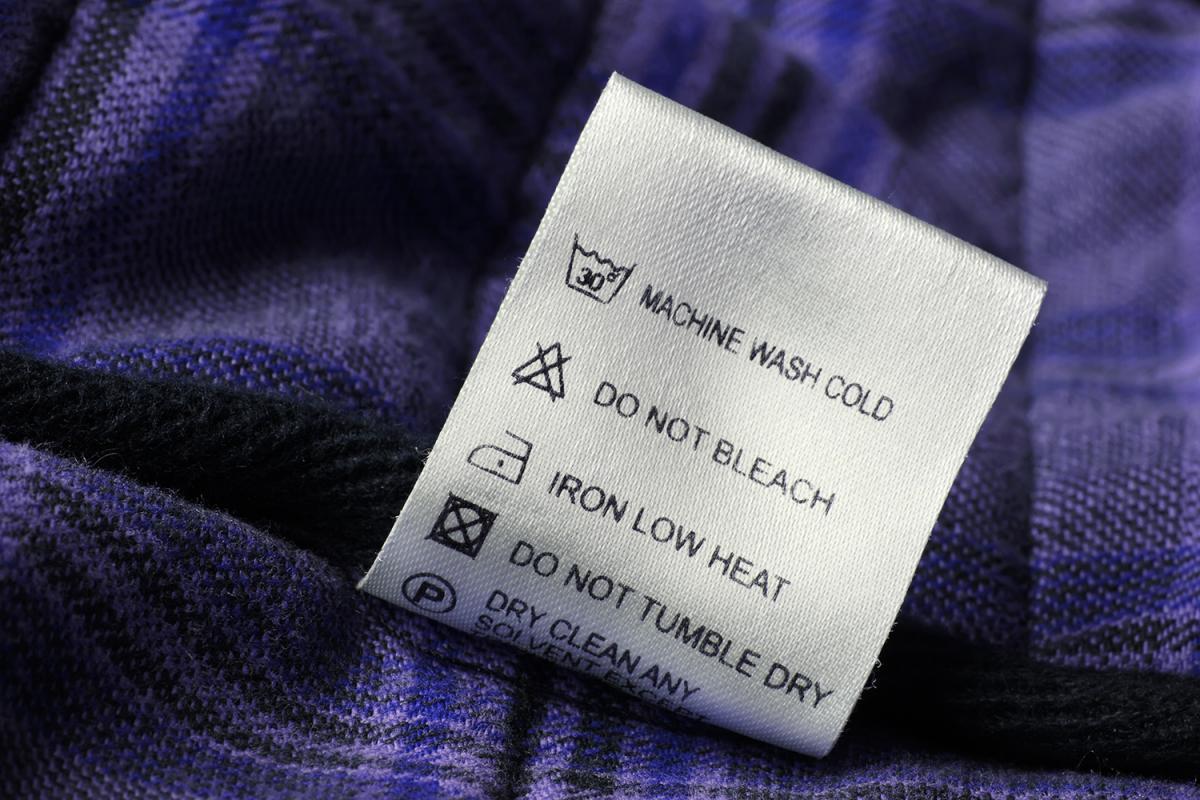 Чистка одягу сухим способом у домашніх умовах – спеціальні набори і народні  засоби b5890f214ff4b