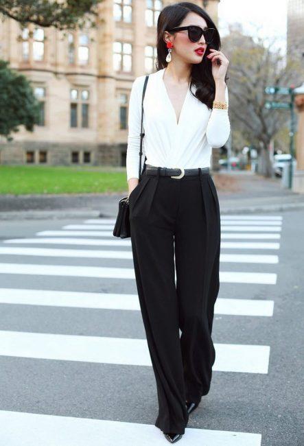 Модні жіночі брюки в 2019 році  тенденції a7ae5b1a855b3