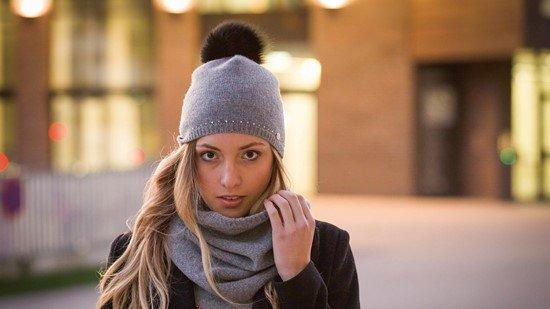 Модні жіночі шапки осінньо зимового сезону 2018 2019 — трендові моделі і  фасони c5d2fe5774b8e